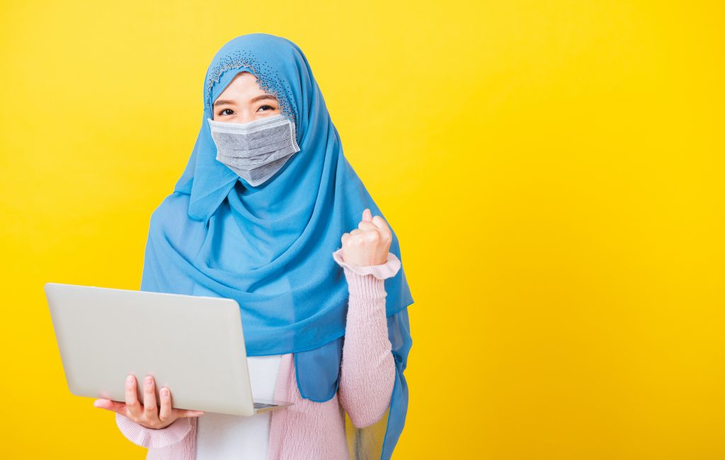 Online learning - girl with computer